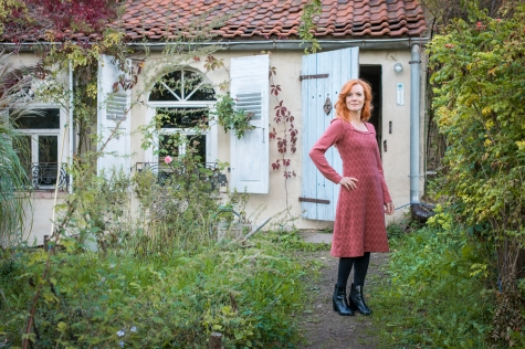 Fotografie: Beligraphie http://www.beligraphie.com/ Haare&Make-Up: http://www.derfrisoerladen.com/ Modedesign: Susanne Klaus http://www.ludisia.de/ Modelle: Conny, Claudia, Ivy